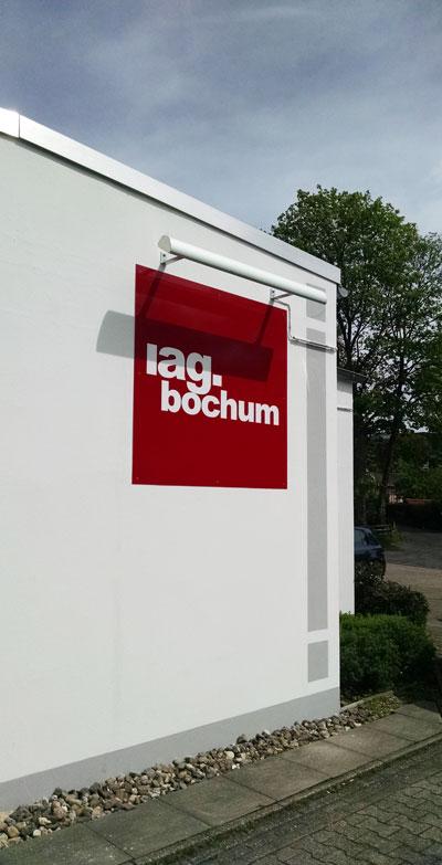 iag.bochum | Aussenansicht Schild