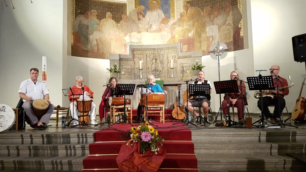 Mitsingkonzert der Gruppe Jiva Dhárá in Bochum